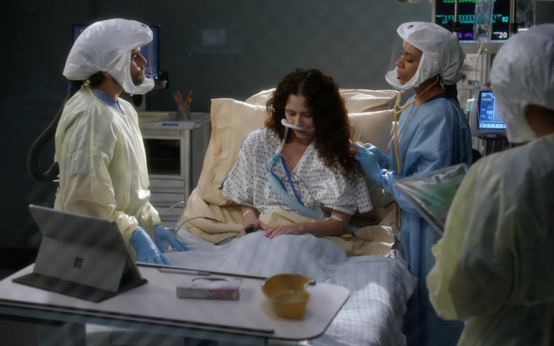 Microsoft Surface Tablets Used by Doctors in Grey's Anatomy S17E10 TV Show (1)