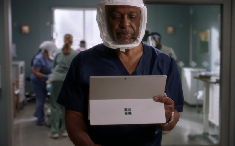 Microsoft Surface Tablets in Grey's Anatomy S17E11 (1)