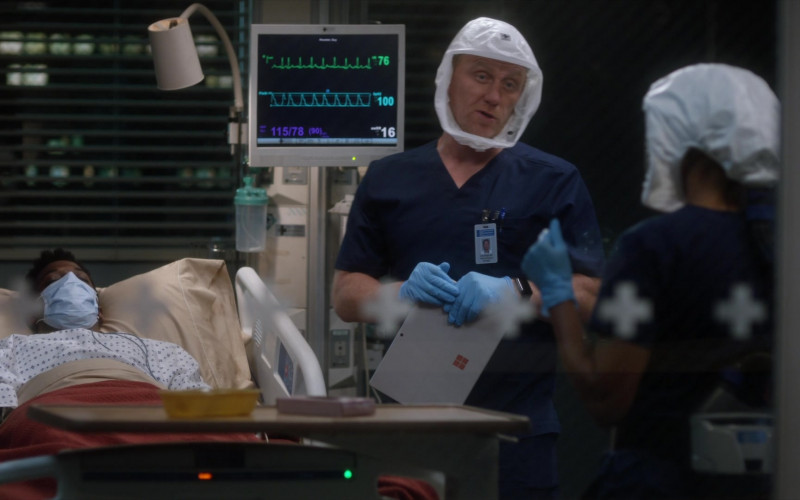 Microsoft Surface Tablets in Grey's Anatomy S17E12 TV Show 2021 (4)