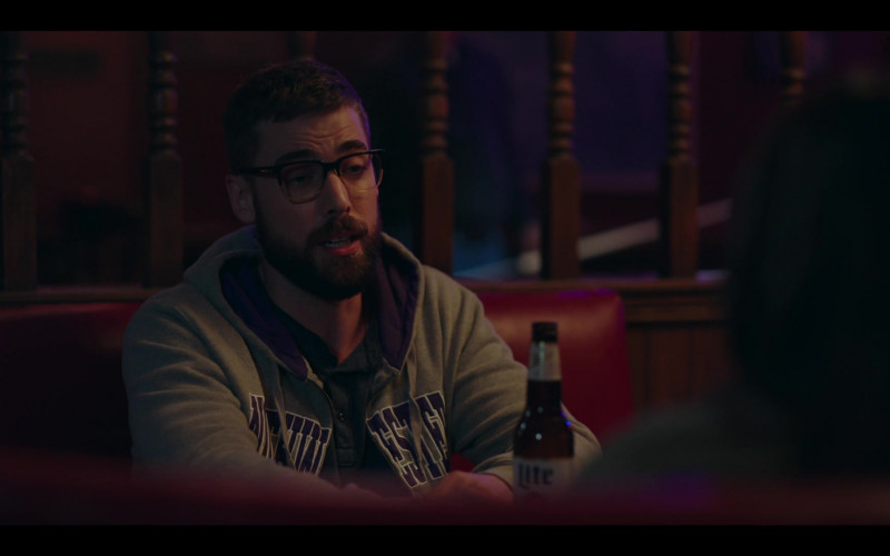 Miller Lite Beer in Rutherford Falls S01E03 (1)