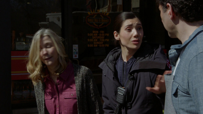 Motorola Radio in Chicago Fire S09E11 (1)