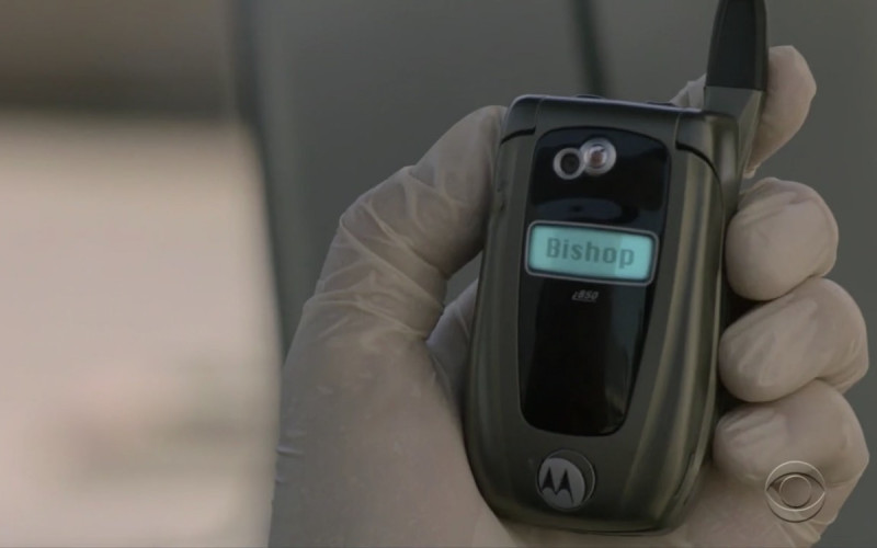 Motorola i850 cell phone used by Mark Harmon who plays Leroy Jethro Gibbs in NCIS S16E22 …and Executioner (2019)