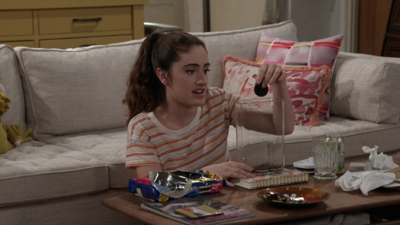 Nabisco Oreo Cookies Enjoyed by Rachel Sennott as Jackie Raines in Call Your Mother S01E11 (2)