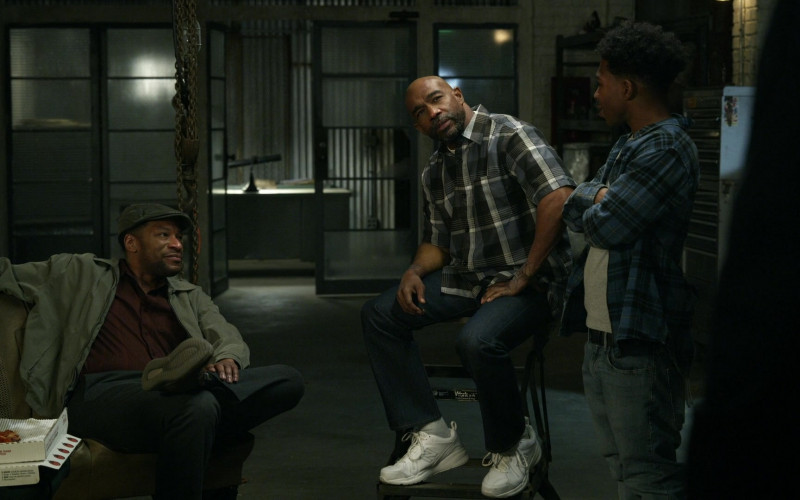 New Balance Men's Sneakers in S.W.A.T. S04E14 Reckoning (2021)