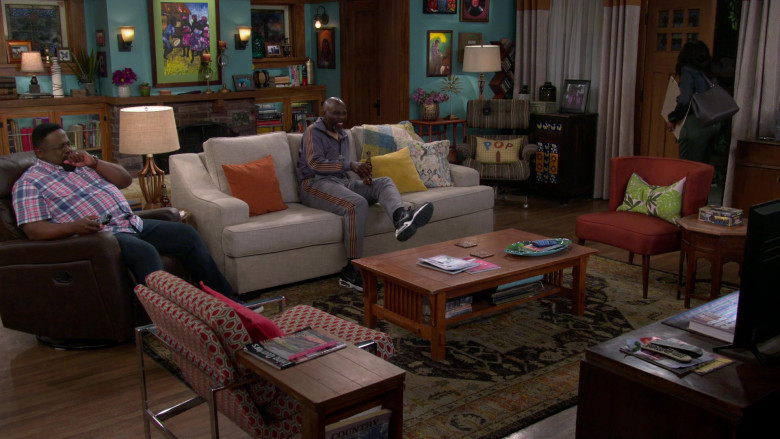 Nike Air Max Triax 94 Sneakers of Gary Anthony Williams as Ernie in The Neighborhood S03E13 (1)