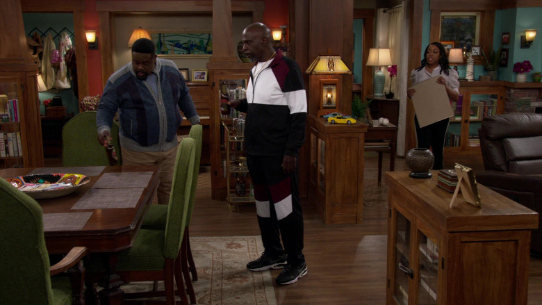 Nike Air Max Triax 94 Sneakers of Gary Anthony Williams as Ernie in The Neighborhood S03E13 (2)