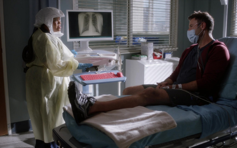 Nike Air Max VG-R Men's Sneakers in Grey's Anatomy S17E12 Sign O' the Times (2021)