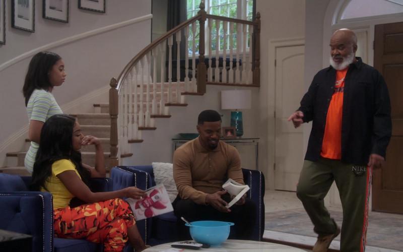 Nike Green Pants of David Alan Grier as Pops Dixon in Dad Stop Embarrassing Me! S01E07 #RichDadWokeDad (2021)