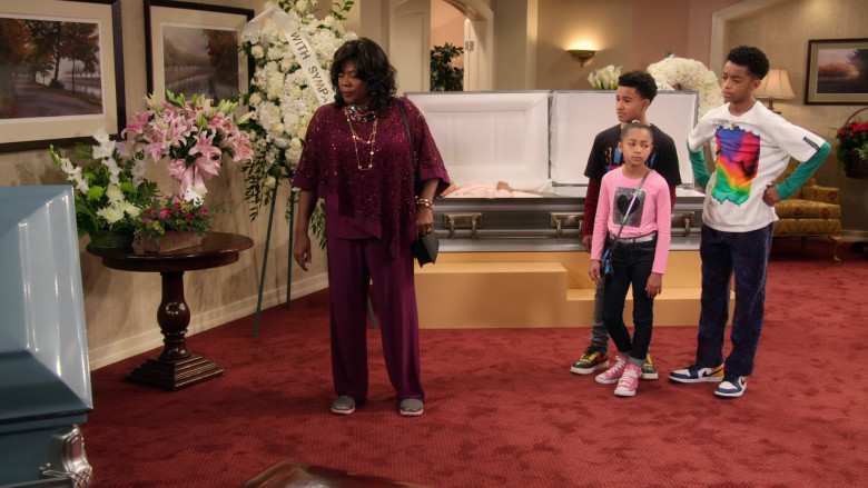 Nike Jordan 1 Blue-White-Yellow Sneakers of Isaiah Russell-Bailey as Shaka McKellan in Family Reunion S03E07
