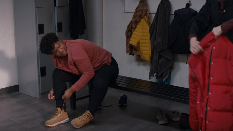 Nike Manoa Boots of Adrienne C. Moore as Kelly Duff in Pretty Hard Cases S01E10 Jellybeans (2021)