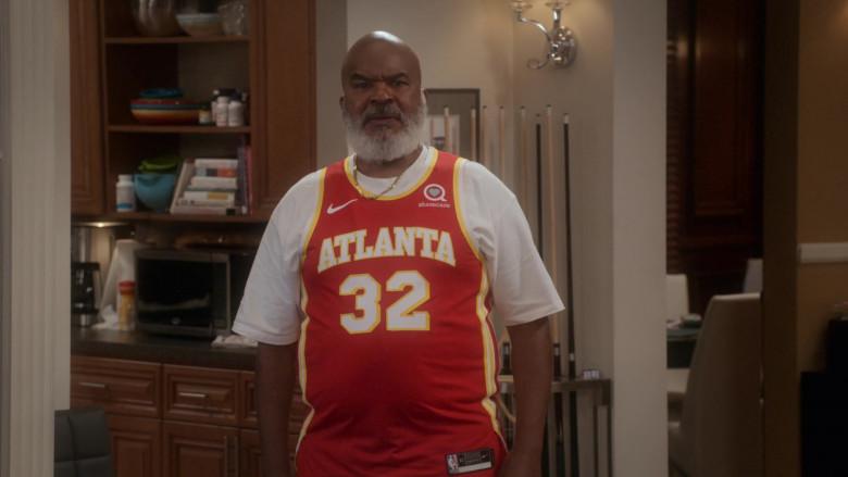 Nike NBA Jersey of David Alan Grier as Pops Dixon in Dad Stop Embarrassing Me! S01E04 #NipplesOrNuts (2021)