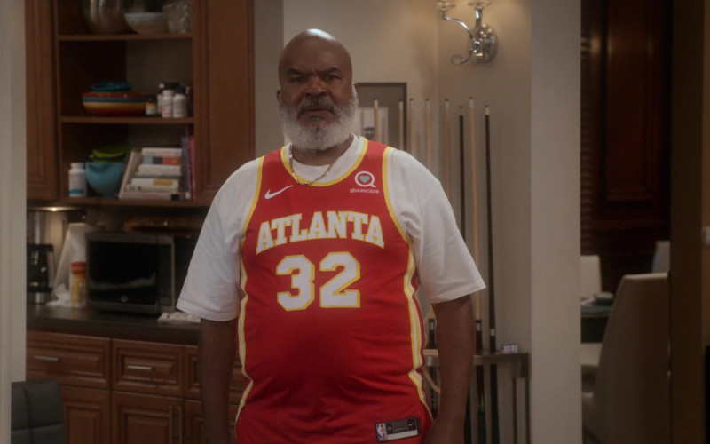 Nike NBA Jersey of David Alan Grier as Pops Dixon in Dad Stop Embarrassing Me! S01E04 #NipplesOrNuts (2021)