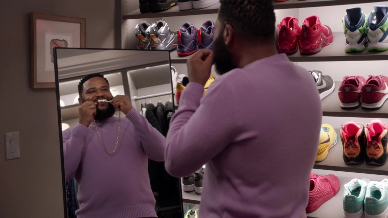 Nike Shoes in Black-ish S07E19 Missions & Ambitions (2021)