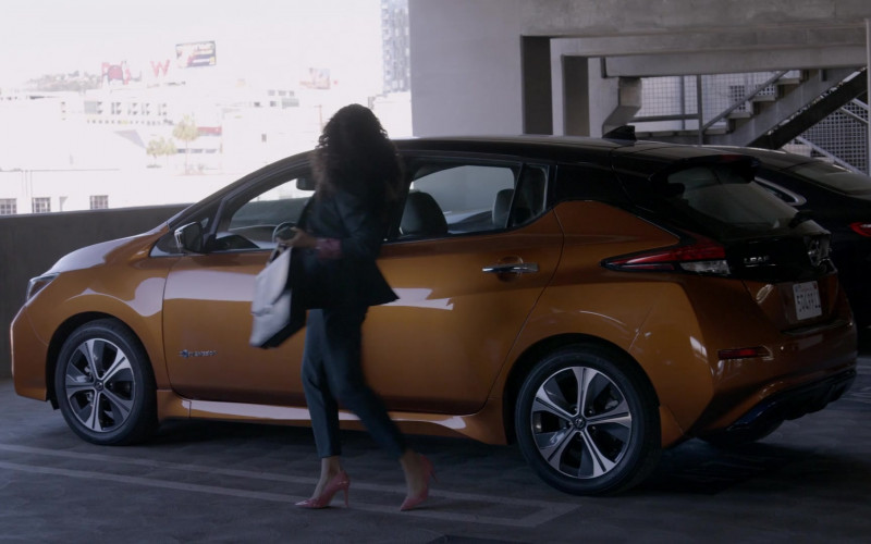 Nissan Leaf Car in Rebel S01E02 Patient X (2021)