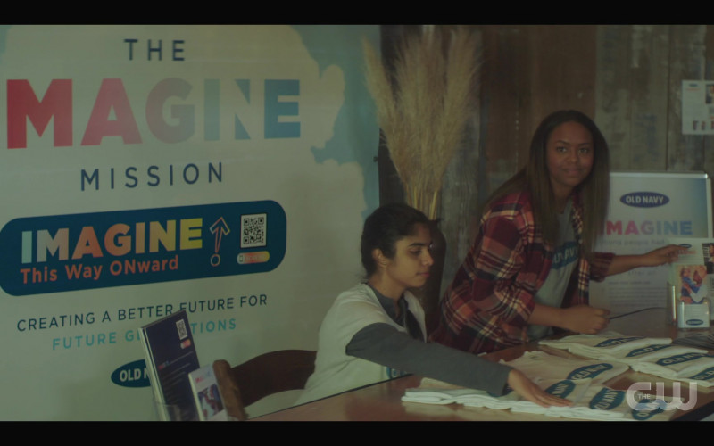 Old Navy in Nancy Drew S02E12 The Trail of the Missing Witness (2021)