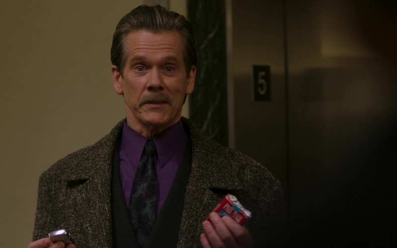 Pall Mall Cigarettes of Kevin Bacon as John 'Jackie' Rohr in City on a Hill S02E04 TV Show (1)