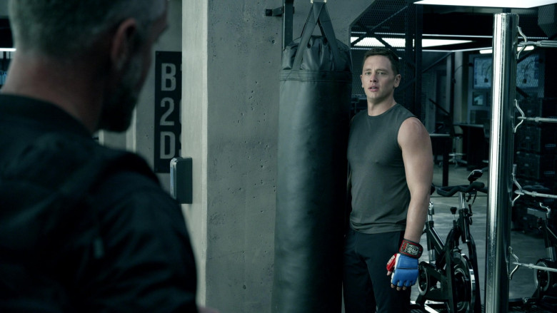 Pro Boxing Gel Pro MMA Gloves in S.W.A.T. S04E13 Sins of the Fathers (2021)