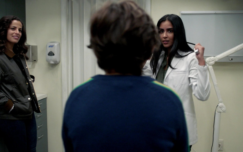 Purell Hand Sanitizer Dispenser in Manifest S03E01 TV Show (1)