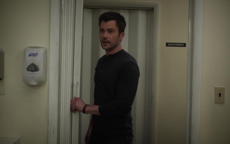 Purell Hand Sanitizer Dispenser in Manifest S03E03 Wingman (2021)