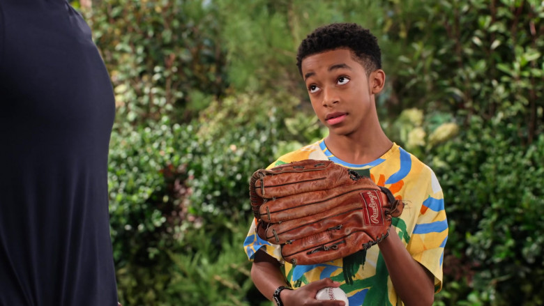 Rawlings Baseball Glove of Isaiah Russell-Bailey as Shaka McKellan in Family Reunion S03E02
