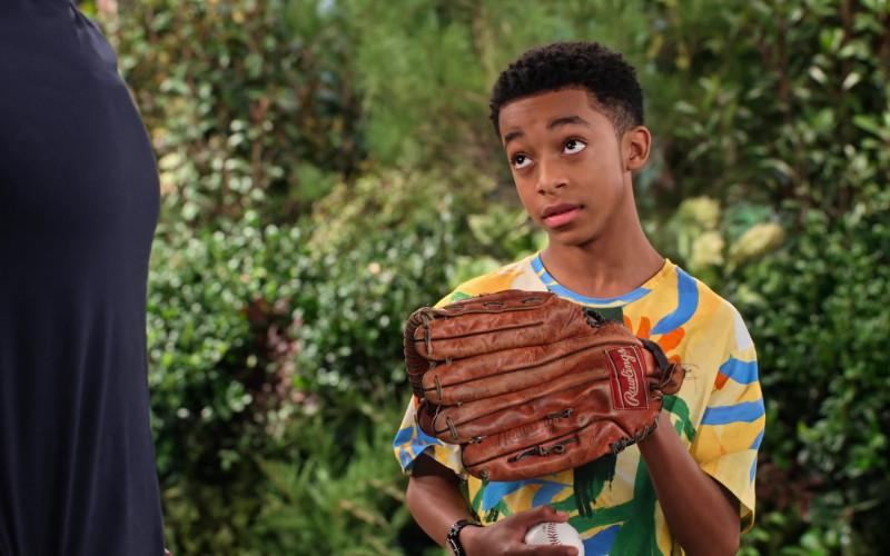 Rawlings Baseball Glove of Isaiah Russell-Bailey as Shaka McKellan in Family Reunion S02E02 (1)