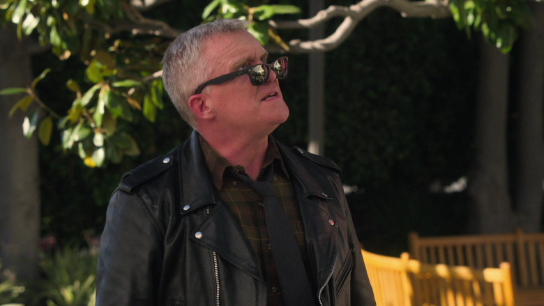 Ray-Ban Wayfarer Sunglasses of Anthony Michael Hall as Mr. Perott in The Goldbergs S08E19 (1)