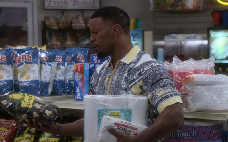 Ruffles Chips, Ziploc, Lay's, Smartfood Popcorn, Sun Harvest Paper Towels in Dad Stop Embarrassing Me! S01E07 #RichDadW