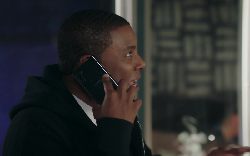Samsung Galaxy Smartphone of Kenan Thompson in Kenan S01E08 Wednesday's Gal (2021)