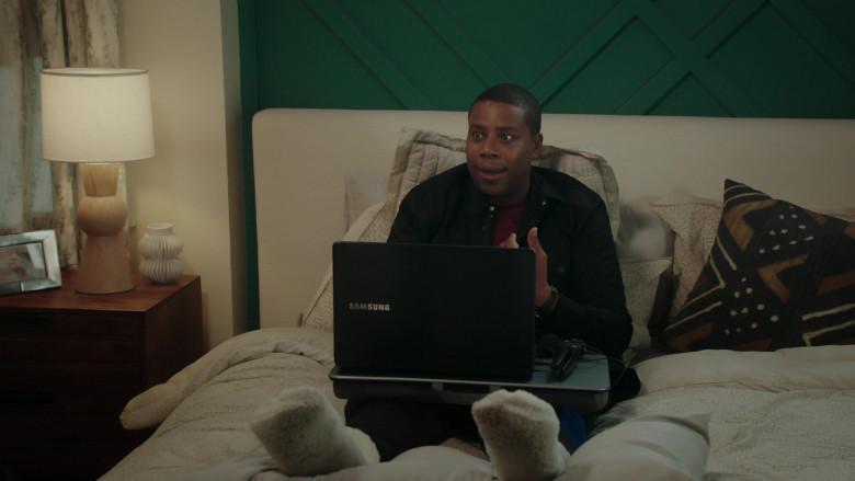 Samsung Notebook of Kenan Thompson in Kenan S01E07 TV Show (1)