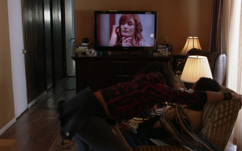 Samsung Television in Shameless S11E11 The Fickle Lady is Calling it Quits (2021)