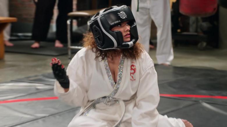Sanabul Headgear of Talia Jackson as Jade McKellan in Family Reunion S03E02