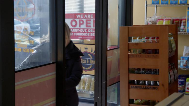 Sanpellegrino Sparkling Drinks in Chicago Fire S09E11 (1)