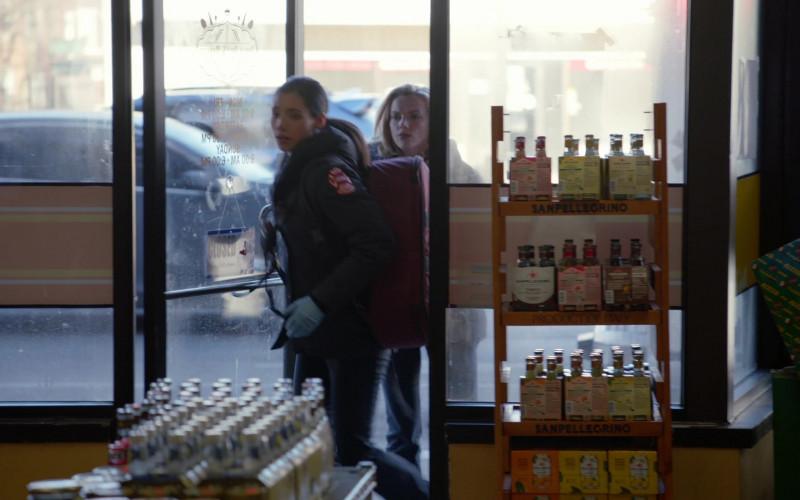 Sanpellegrino Sparkling Drinks in Chicago Fire S09E11 (2)