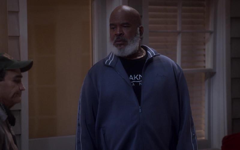 Sean John Tracksuit of David Alan Grier as Pops Dixon in Dad Stop Embarrassing Me! S01E03 (2)