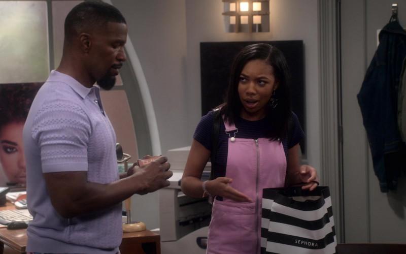 Sephora Store Paper Bag of Kyla-Drew as Sasha Dixon in Dad Stop Embarrassing Me! S01E04 (3)