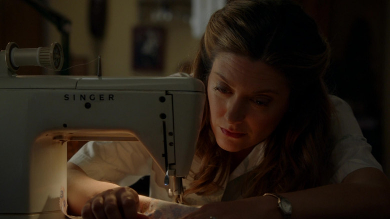 Singer Sewing Machine Used by Zoe Perry as Mary Cooper in Young Sheldon S04E16 TV Show (3)
