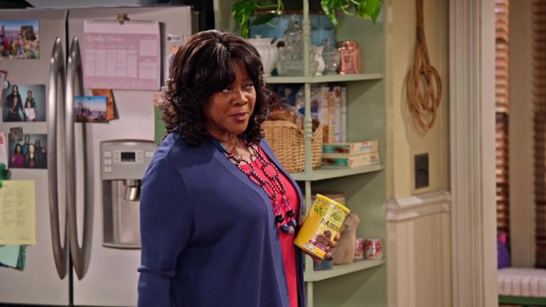 Sun Harvest Simply Raisins Held by Loretta Devine as M'Dear in Family Reunion S03E03