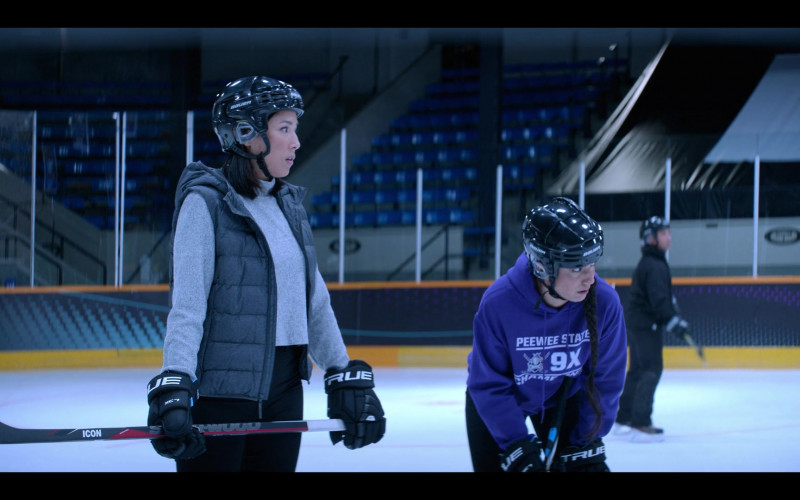 TRUE Hockey Gloves in The Mighty Ducks Game Changers S01E04 Hockey Moms (2021)