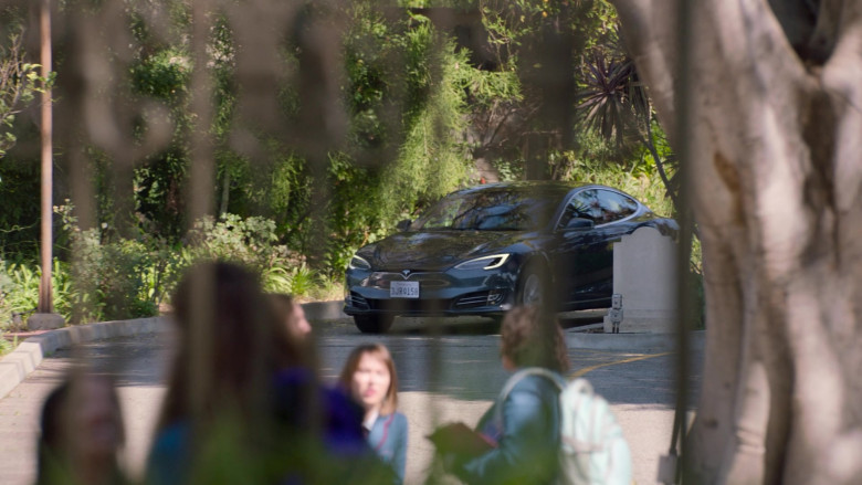 Tesla Model s75d Car of John Stamos as Marvyn Korn in Big Shot S01E03 TV Show 2021 (3)