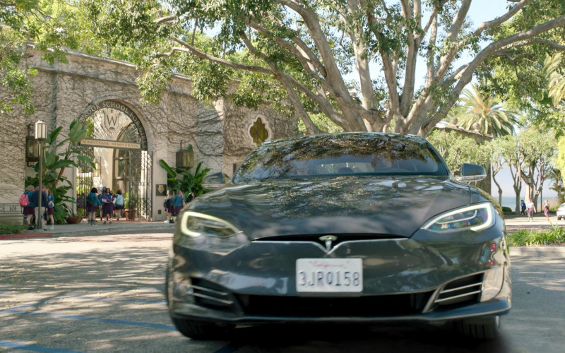 Tesla Model s75d Car of John Stamos as Marvyn Korn in Big Shot S01E03 TV Show 2021 (4)