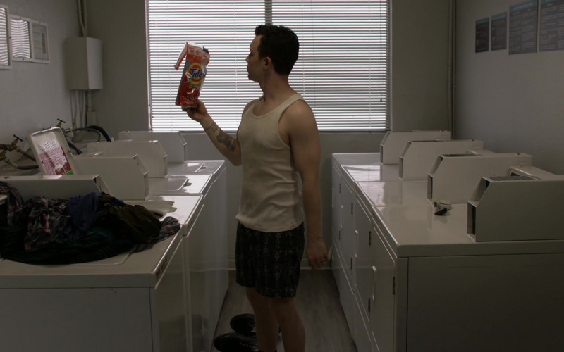 Tide Pods Laundry Detergent Used by Noel Fisher as Mickey Milkovich in Shameless S11E11 The Fickle Lady is Calling it Quits (2021)