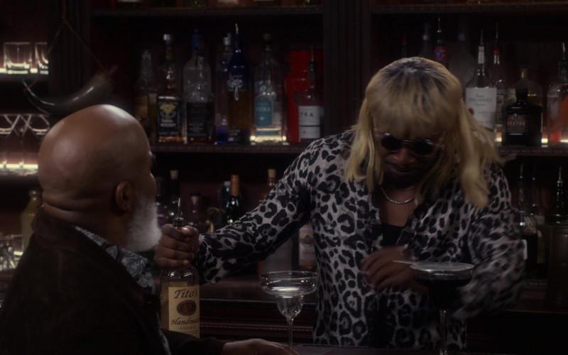 Tito's Handmade Vodka in Dad Stop Embarrassing Me! S01E08 TV Show (1)