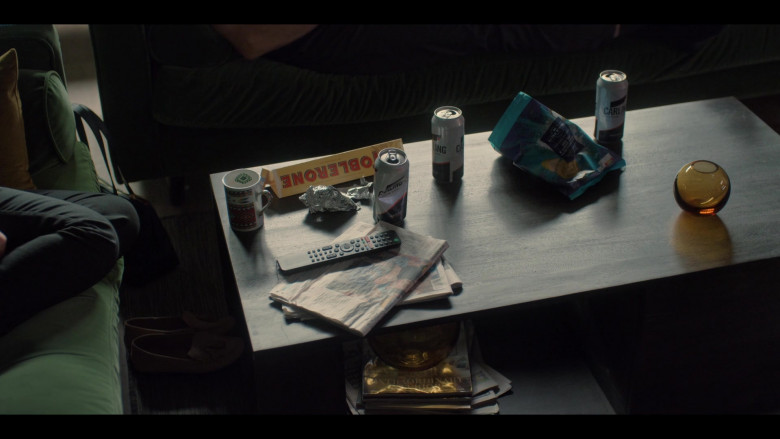 Toblerone Chocolate and Carling Beer Cans in Breeders S02E07 (1)
