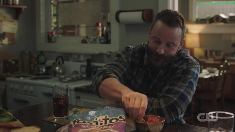 Tostitos Scoops Tortilla Chips in Riverdale S05E10 TV Show 2021 (2)