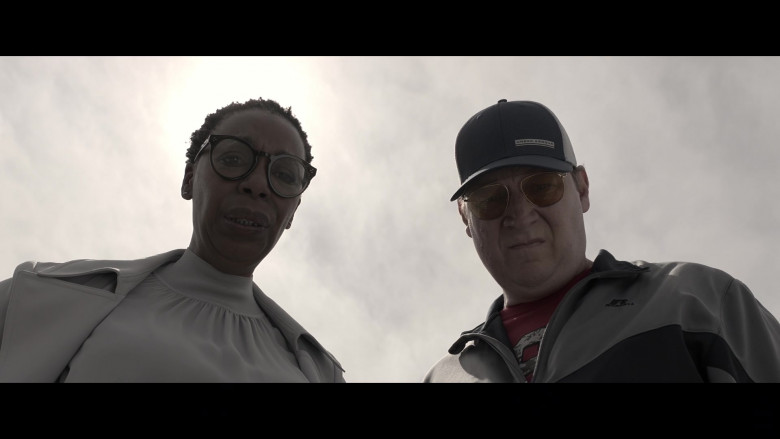 Under Armour Cap in Made For Love S01E05 I Want a Lawyer (2021)