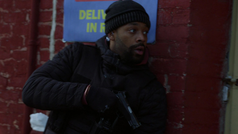 Under Armour Gloves Worn by Police Officers in Chicago P.D. S08E10 TV Show (1)