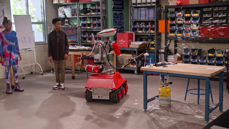 VEX Robotics in Family Reunion S02E06 TV Show by Netflix (7)