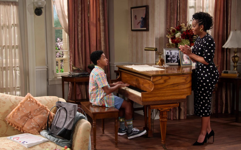 Vans Sneakers of Cameron J. Wright of Mazzi McKellan in Family Reunion S02E01 TV Show (1)