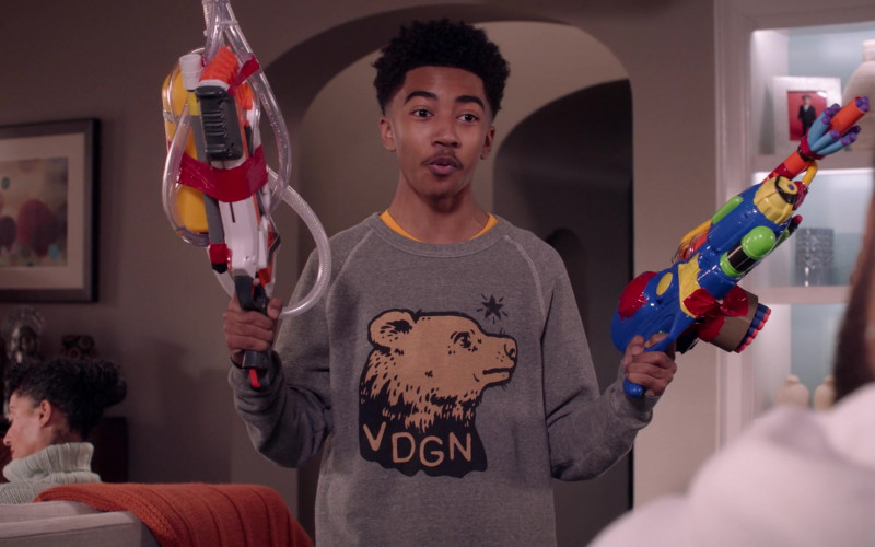 Vardagen VDGN Sweatshirt of Miles Brown as Jack Johnson in Black-ish S07E17 Move-In Ready (2021)