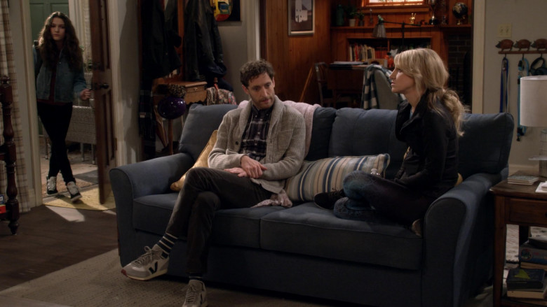 Veja Rio Branco Sneakers of Thomas Middleditch as Drew in B Positive S01E12 TV Show (1)